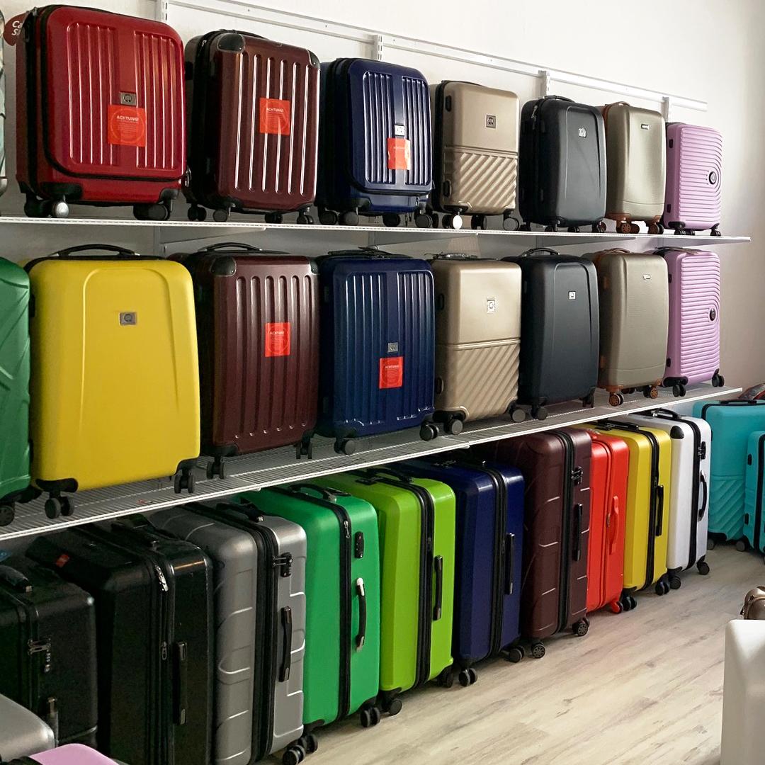 Koffer zum Verkauf im Ladengeschäft von Hauptstadtkoffer in Berlin